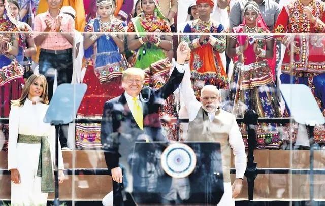 特朗普去了趟印度,闹出一个天大的笑话!