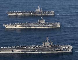 美国双航母凶相毕露,山东舰悄然离开船厂